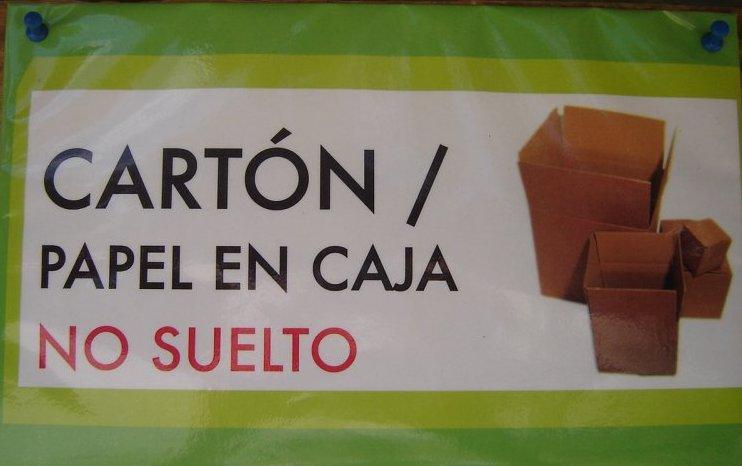 cartones y papel en cajas